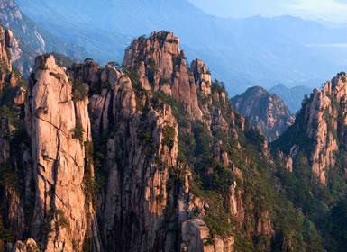 China con Montañas Amarillas A Fondo
